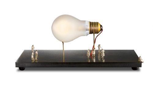 Vooraanzicht Ingo Maurer Monument for a Bulb
