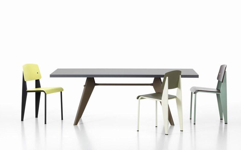Vitra-EM-tafel met Standard Chair-800x500