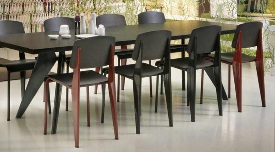 Vitra EM tafel met-Standard-Chair--1620x1079